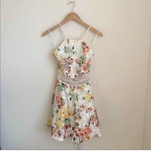 Dresses & Skirts - Floral crochet dress S